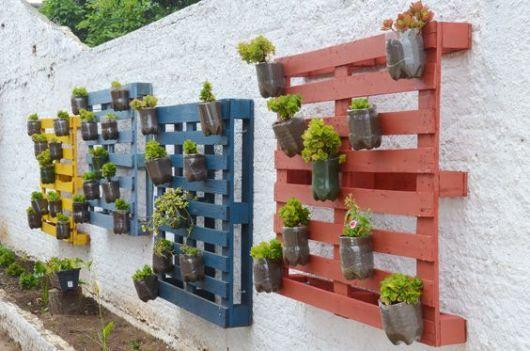 jardim vertical de garrafa pet passo a passo:Horta Vertical Suspensa: 60 projetos e passo a passo!