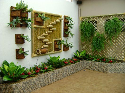 jardim com plantas de plástico