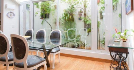 sala de jantar com jardim de inverno