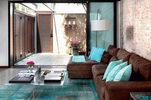 Sof com chaise 55 modelos e ideias de como usar na sala - Sofas marrones decoracion ...