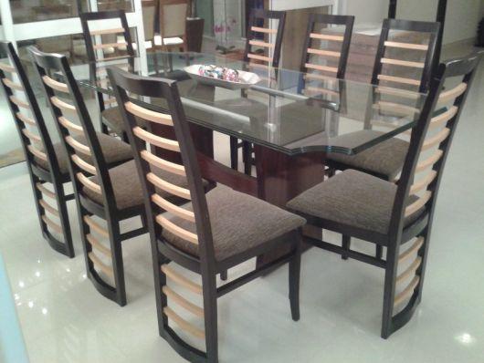 Mesa com 8 lugares diferente