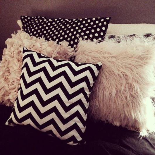 almofadas estampadas p&b