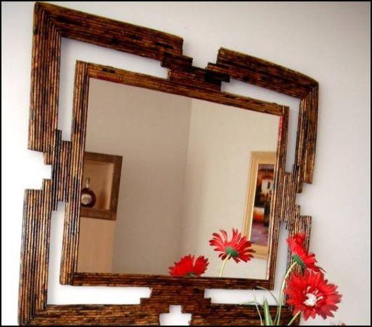 espelho com jornal