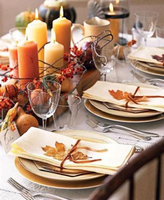 enfeites de mesa de jantar com frutas e velas