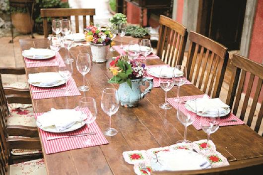 enfeites de mesa de jantar com vasos
