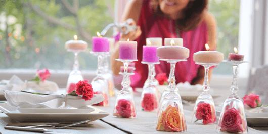 enfeites de mesa de jantar com velas