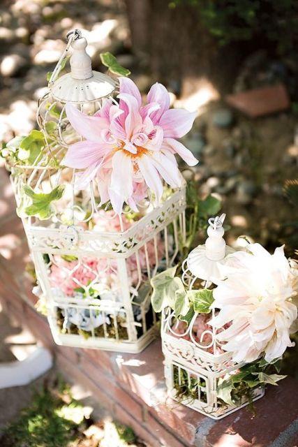 enfeites de mesa noivado e casamento branco com flores