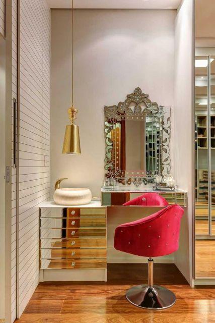 espelho veneziano na penteadeira closet