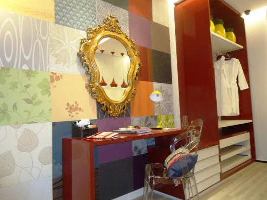 espelho veneziano na penteadeira colorido