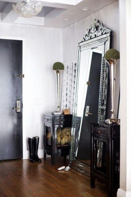espelho veneziano no hall de entrada NO CHÃO