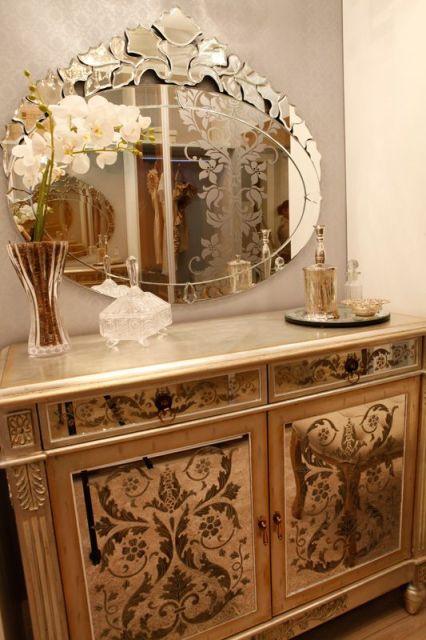 espelho veneziano no hall de entrada cômoda