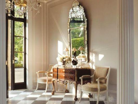 espelho veneziano no hall de entrada chique