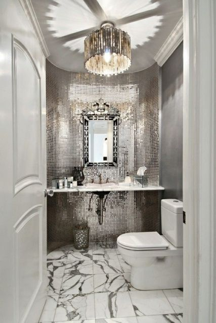 espelho-veneziano-no lavabo prateado