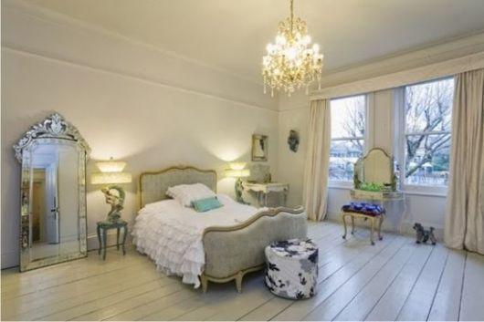 espelho veneziano no quarto chão