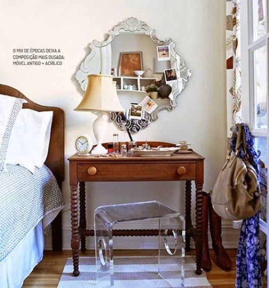 espelho veneziano no quarto criado mudo