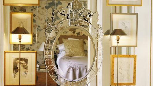 espelho veneziano no quarto diferente