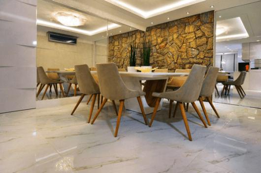 parede pedras sala de jantar