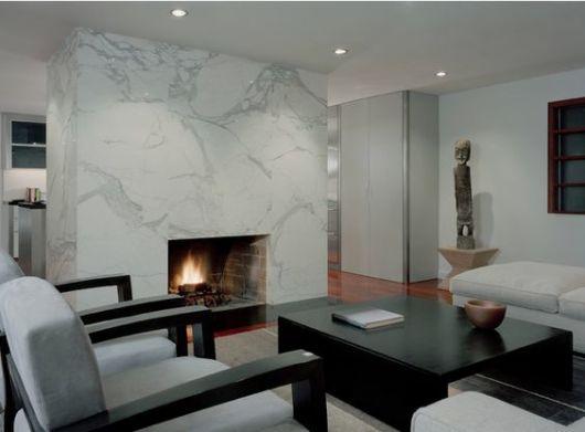 sala decorada com lareira