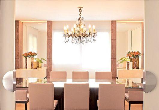 mesa na sala de jantar