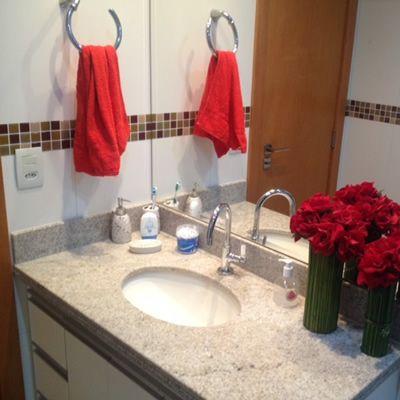 banheiro decorado com flores