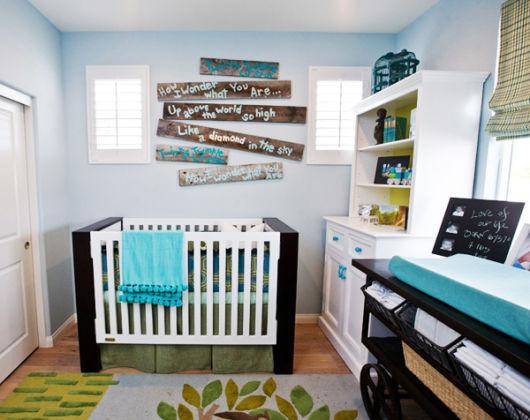quarto de bebê menino escritos