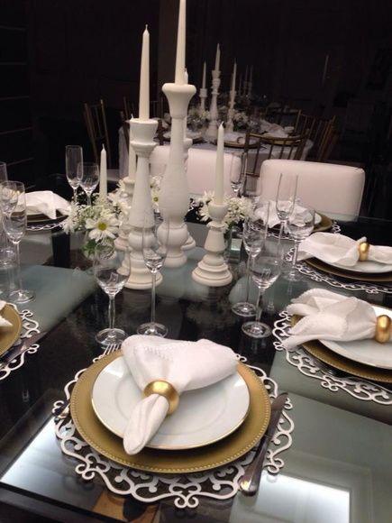 mesa decorada com velas