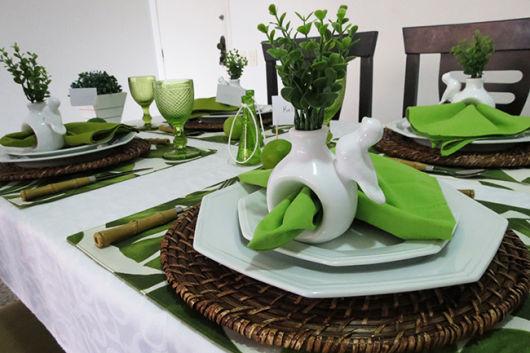 decoração mesa verde e branca