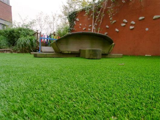 jardim simples com gramado