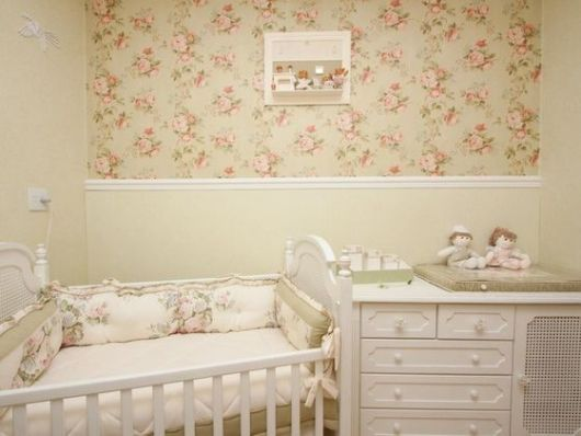 Papel de parede para quarto de bebê de flores
