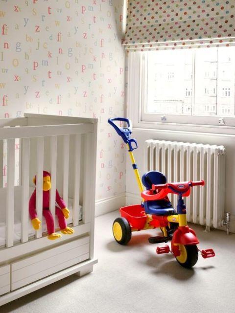 Papel de parede para quarto de bebê letras