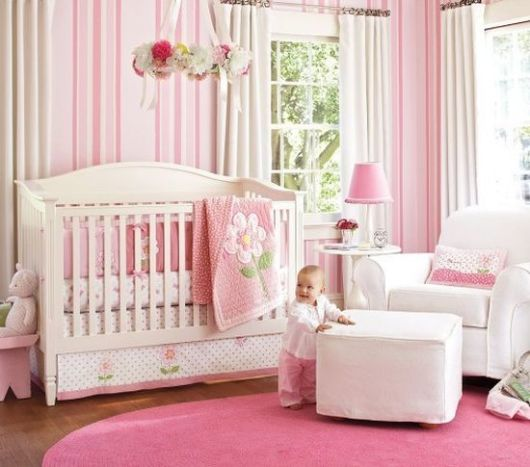 Papel de parede para quarto de bebê listrado rosa