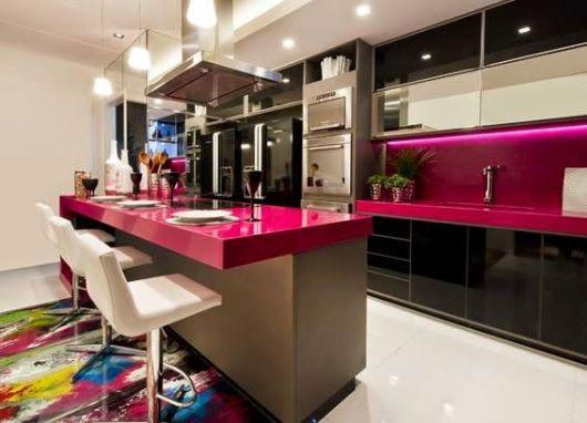 bancada de cozinha com ilha pink