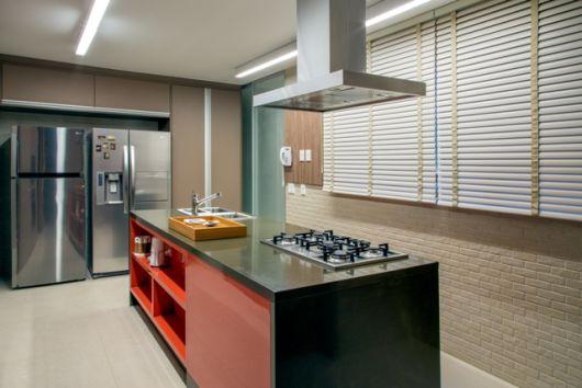 bancada de cozinha com ilha