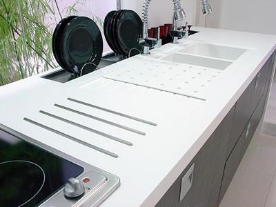 bancada de cozinha em corian branco -