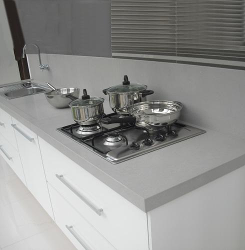 bancada de cozinha em porcelanato - cinza