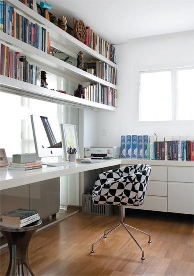Cadeira preta e branca
