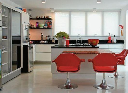 cozinhas branca com vermelho