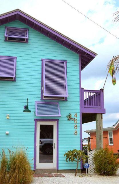 Casa de madeira colorida