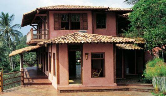 casa de campo com janela madeira