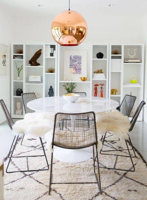 fotos de mesa de jantar redonda de mármore