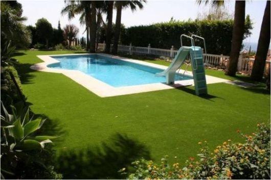 piscina com escorregador