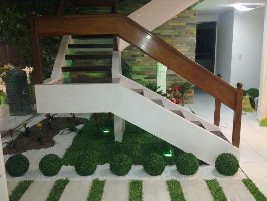 escada jardim embaixo:Grama sintética para jardim: tudo o que você precisa saber!