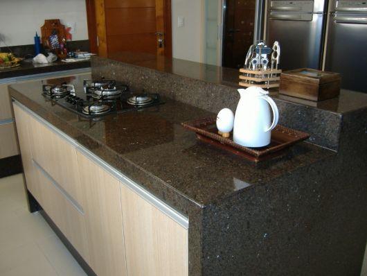 cozinha com fogão cooktop