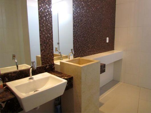 banheiro moderno marrom