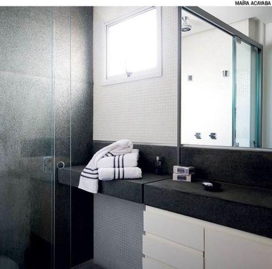 banheiro pastilhas brancas