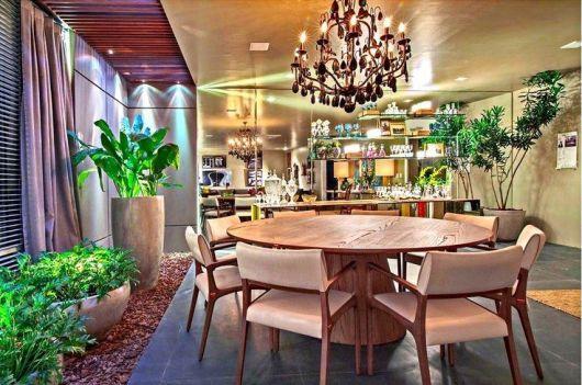 mesa de jantar redonda de madeira chique
