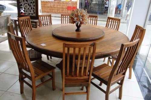 mesa de jantar redonda de madeira que gira