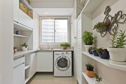Lavanderia com armários