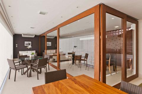 parede de vidro na cozinha