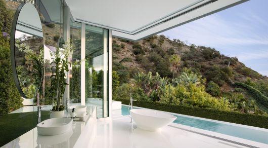 parede de vidro no banheiro vista linda